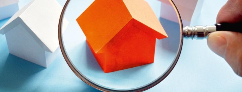 Haus lupe symbolbild rent control